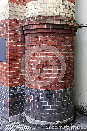 Round brick column
