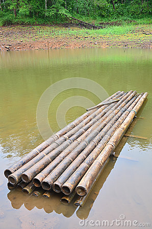 Free Round Raft Bamboo On A Large Reservoir In Pang Ung Royalty Free Stock Photography - 51401917