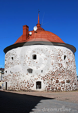 Free Round Tower On The Market Square In The Old Medieval Part Of Vyborg Stock Photos - 91986183