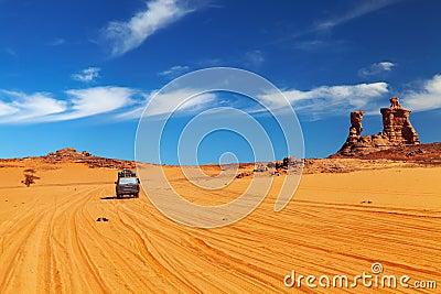 Route dans le désert de Sahara