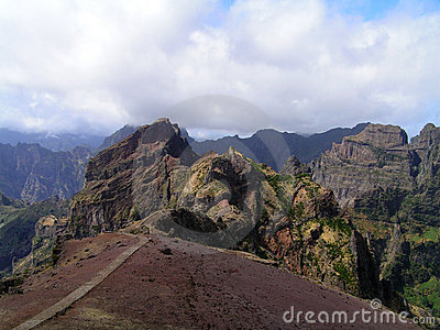 The route to the highest peaks of Madeira