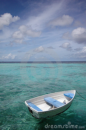 Free Row Boat On The Sea Royalty Free Stock Photography - 7132527