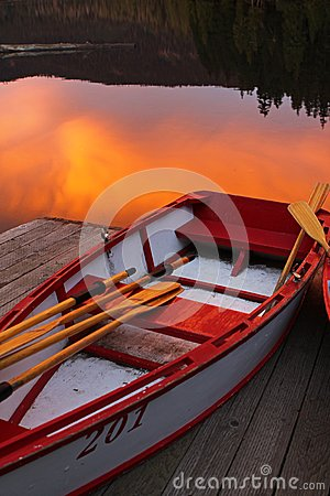 Free Rowboat On Lost Lake, Mt Hood National Forest Stock Photos - 42660423