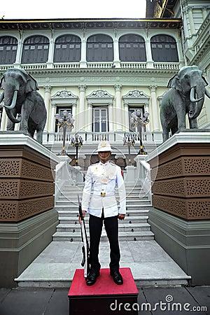 Free Royal Guard At The Grand Palace, Bangkok Royalty Free Stock Images - 97263589