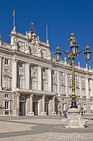 Free Royal Palace In Madrid Royalty Free Stock Photo - 16786945
