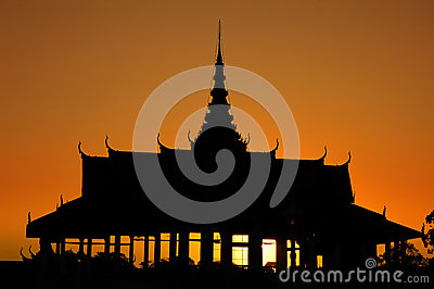 Royal Palace in Phnom Penh at dusk