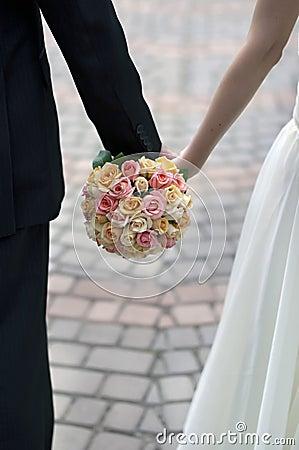 Roze, oranje en wit huwelijksboeket