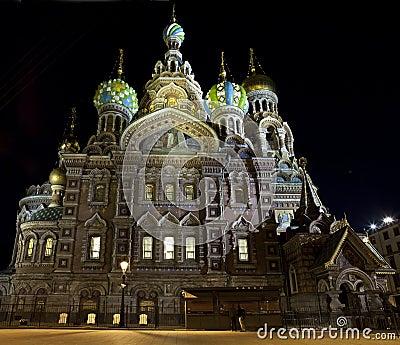 Rozlewający Petersburg krwionośny kościelny święty