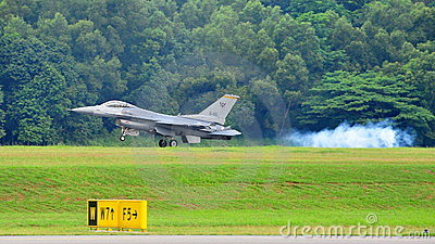 RSAF F-16C/D Fighting Falcon landing Editorial Stock Image