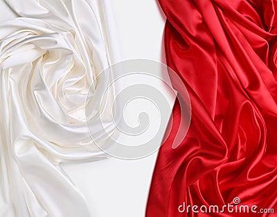 Rött och vitt silk tyg