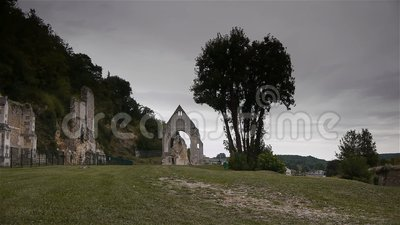 Ruínas do convento de Beaumont le Roger, Normandy França, BANDEJA filme