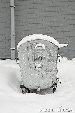 Rubbish bin in the snow
