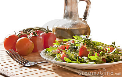 Ruccola salad with goat cheese and cherry