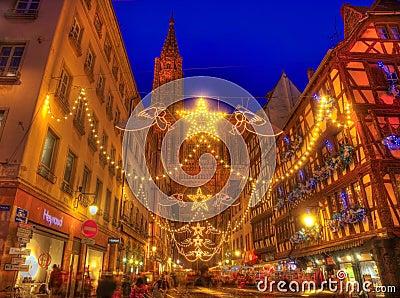 Rue Merciere During Christmas Illumination i Strasbourg Redaktionell Arkivbild