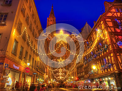 Rue Merciere During Christmas Illumination in Straatsburg Redactionele Fotografie
