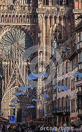 Rue Merciere i Strasbourg Redaktionell Arkivfoto