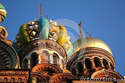 Rue renversée par Pétersbourg d église de sang