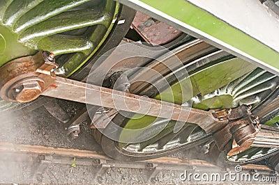 Ruedas de la locomotora de vapor; detalles.