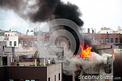 Ruhe als die Flammen Redaktionelles Stockfotografie