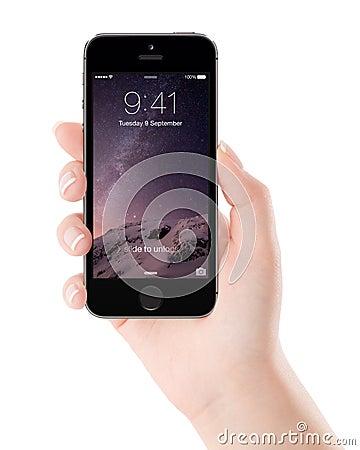 Ruimte grijze iphone van apple 5s met het slotscherm op de vertoning in fe redactionele stock - Grijze ruimte ...