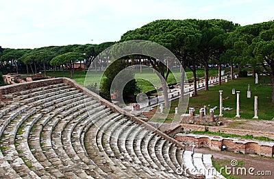 Ruines d 39 amfitheatre ostia antica image libre de droits for Mr arredamenti ostia antica