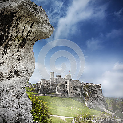 Free Ruins Of A Castle, Ogrodzieniec, Poland. Royalty Free Stock Photo - 41035185