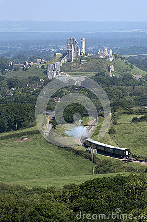 Free Ruins Of Corfe Castle And A Vintage Steam Train UK Royalty Free Stock Images - 95579439