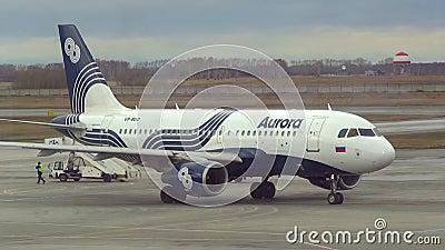 Rullaggio dell'aeroplano stock footage
