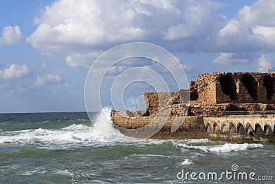 A ruína no mar