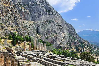 Ruínas do templo de Apollo em Delphi, Greece
