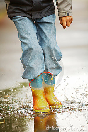 Free Running Down Puddles Royalty Free Stock Photography - 15968057