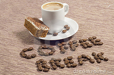 Ruptura de café escrita em feijões de café