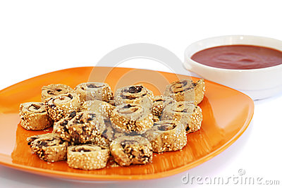 Rusks with sesame seeds, olives and sauce