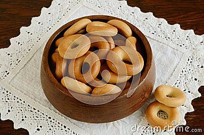 Russian baranka in wooden bowl