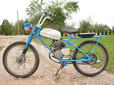 russian-moped-11292739.jpg