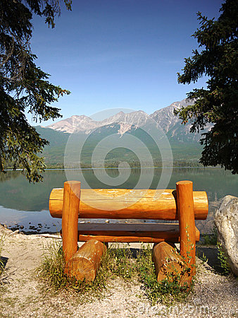 Free Rustic Bench, Lake Shore Mountains Royalty Free Stock Photography - 86262537