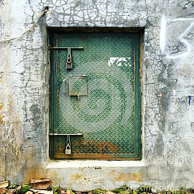 Free Rusty Metal Green Door On A Concrete Wall Royalty Free Stock Images - 118204929