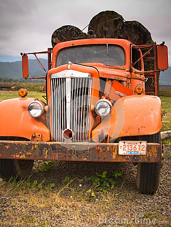 Free Rusty Old Log Truck Stock Photo - 42468550