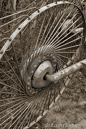 Free Rusty Old Metal Wheel Stock Photo - 1109410