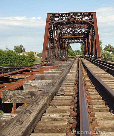 Free Rusty Old Train Bridge Royalty Free Stock Photos - 2817638