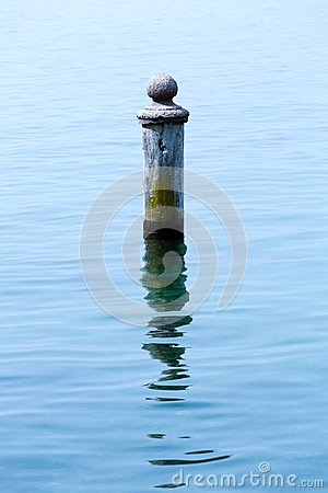 Free Rusty Pole In Water Stock Photo - 34042270