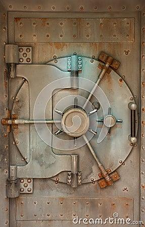 Free Rusty Safe Of Vault Door Royalty Free Stock Photos - 9829168