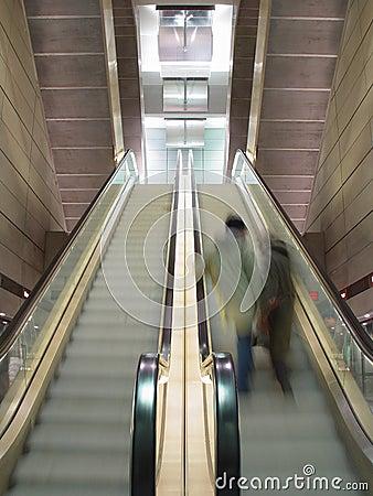 Ruszać eskalatorów