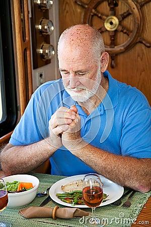 Rv-älterer Mann sagt Anmut