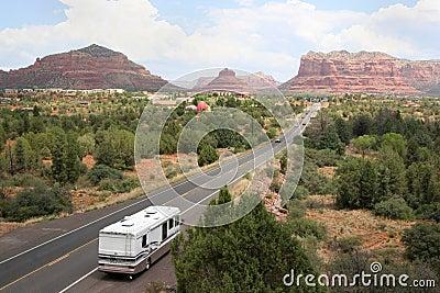 Rv op de weg aan Sedona Arizona