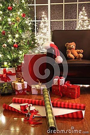 Árvore de Natal com presentes