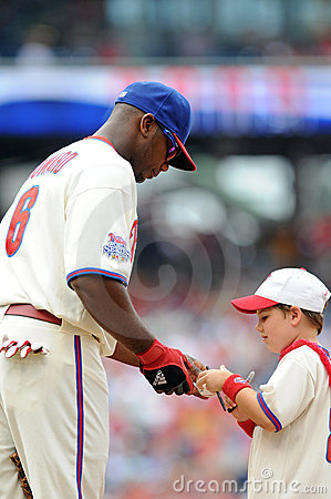 Ryan Howard - autograph for young fan Editorial Stock Image