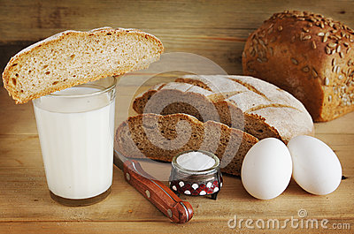 Rye bread and a glass of milk for eating