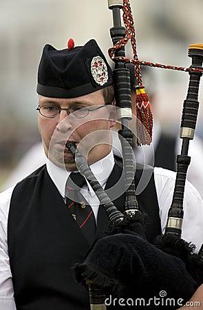 Säckpipa på de höglands- lekarna i Skottland Redaktionell Fotografering för Bildbyråer