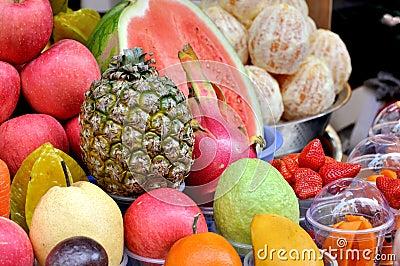 Säfte, die durch verschiedene Frucht machen